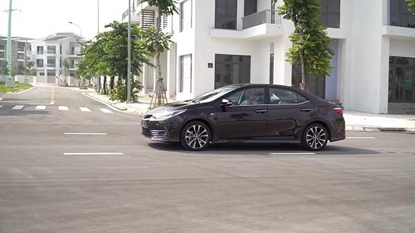 Xe-Toyota-Corolla-Altis-7