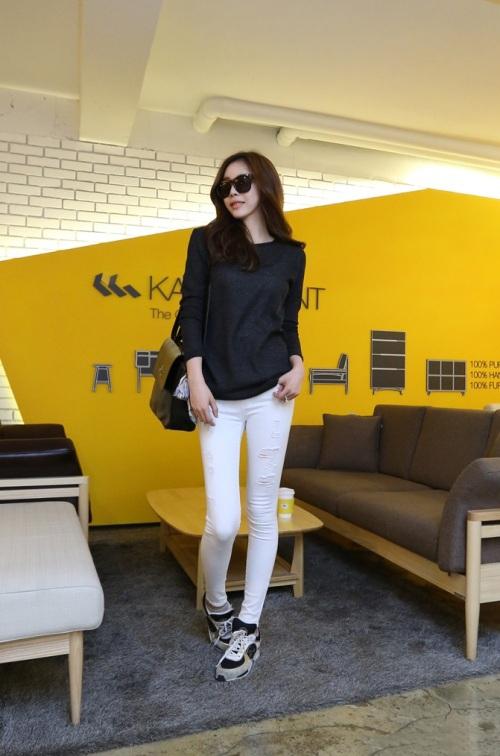 Áo thun đen mặc với quần màu gì đẹp? gợi ý phối đồ với áo thun đen cực chất