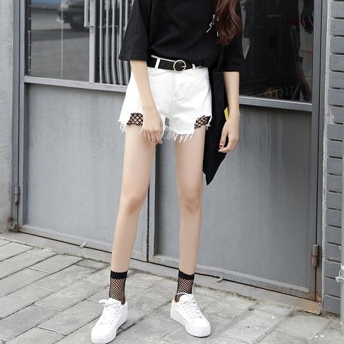 Nguyên tắc phối đồ với quần short trắng các nàng cần thuộc lòng 4