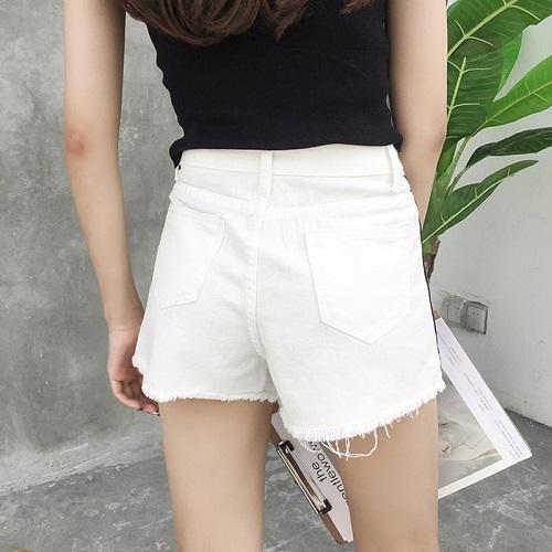 Nguyên tắc phối đồ với quần short trắng các nàng cần thuộc lòng 12