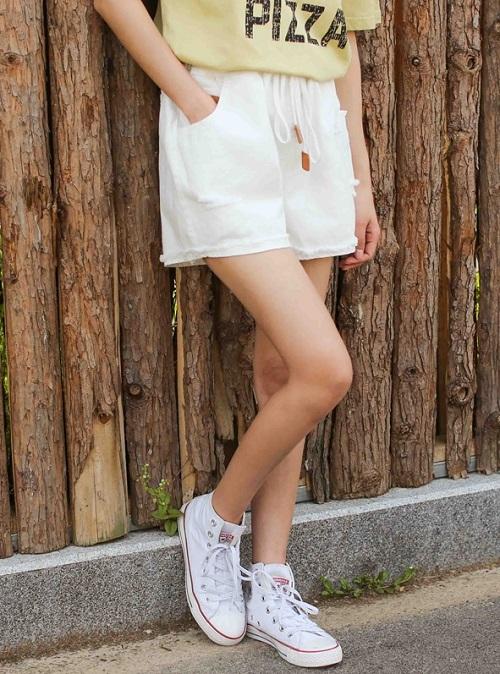 Nguyên tắc phối đồ với quần short trắng các nàng cần thuộc lòng 14