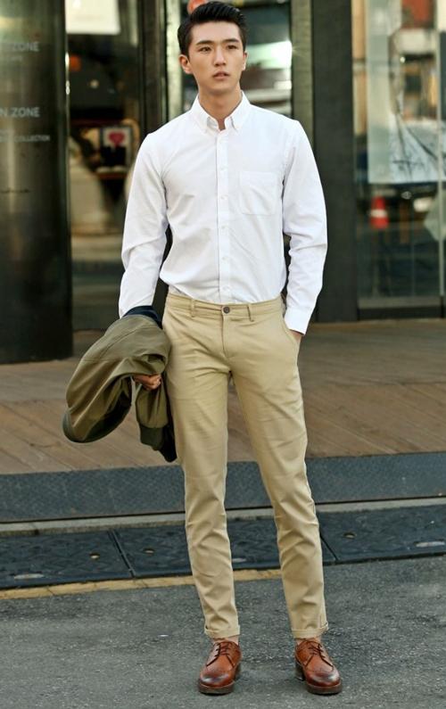 quần kaki màu kem mặc với áo màu gì để luôn trẻ trung năng động