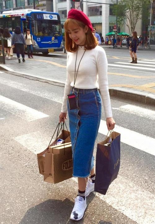 Chân váy jean bút chì kết hợp với áo gì 5