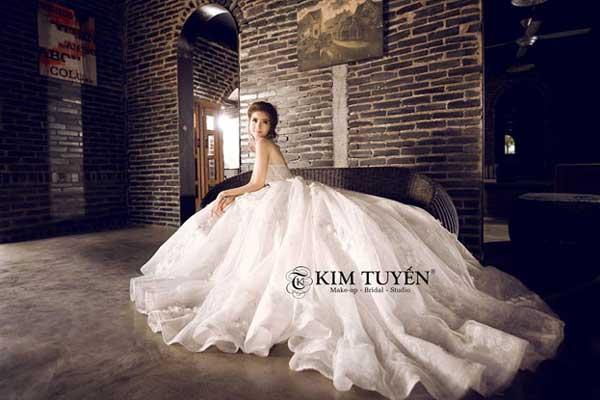 vay-cuoi-kim-tuyen-bridal
