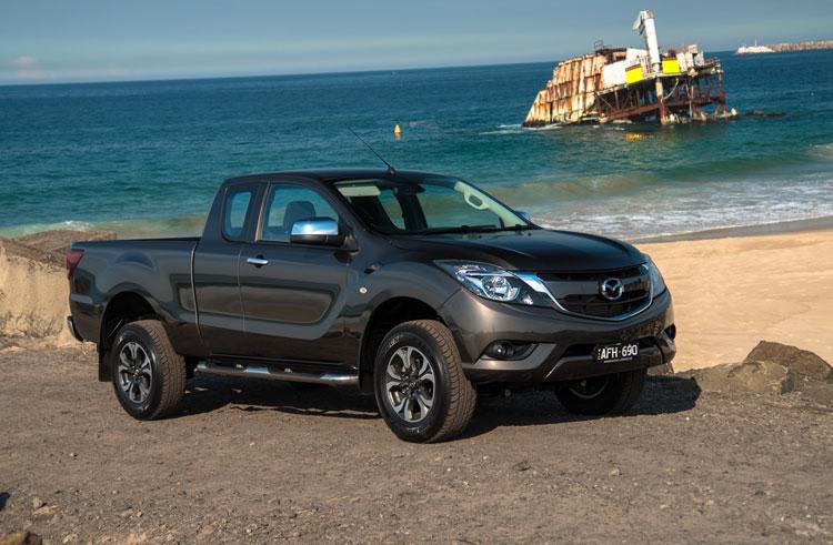 2016-Mazda-BT-50-XTR-Freestyle-beach