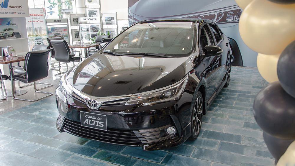 Xe-Toyota-Corolla-Altis-1