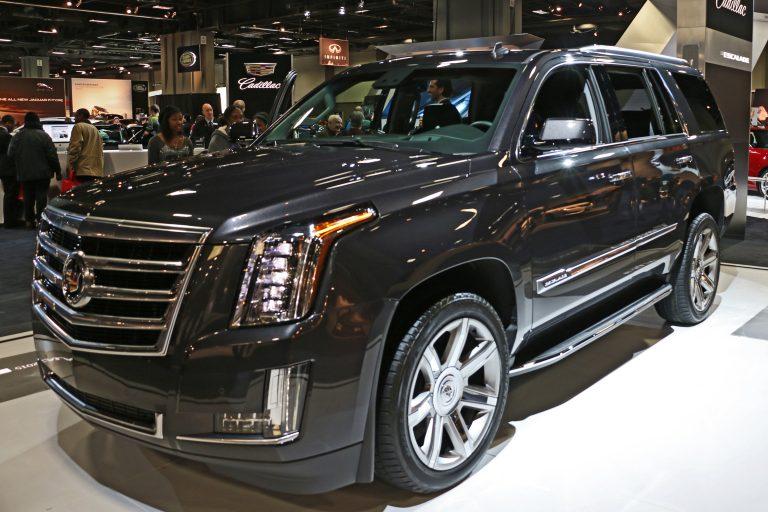 bang-gia-xe-Cadillac-Escalade-768x512