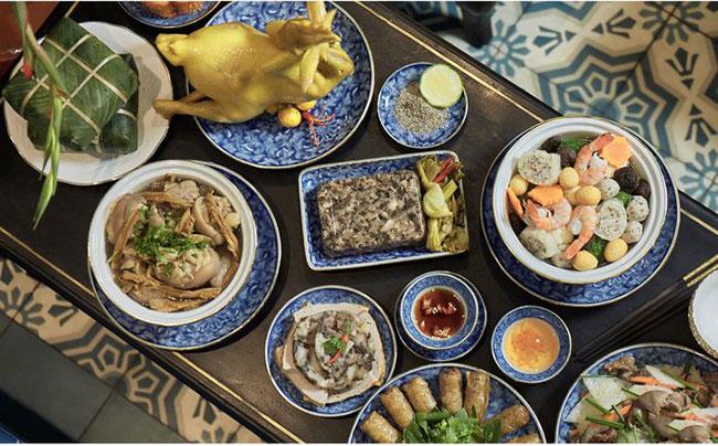 Thịt gà luộc là món chính được bày trên bàn thờ gia tiên ngày Tết miền Bắc