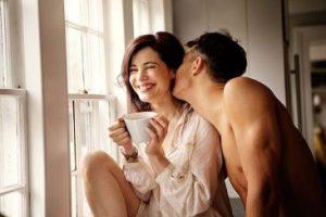 Tâm lý đàn ông khi yêu thật lòng: Họ sẽ làm nũng bạn