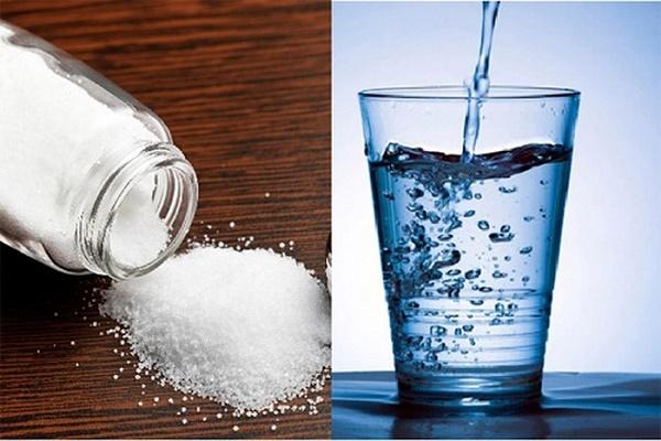Làm sạch da bằng nước muối