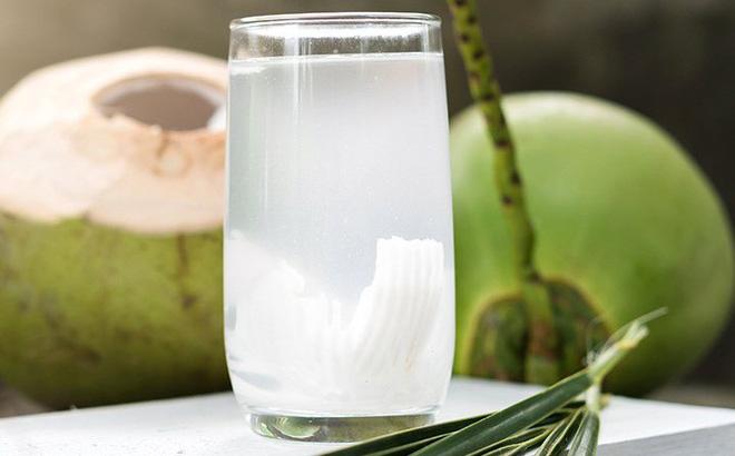 Nước dừa tươi làm sạch và dưỡng da