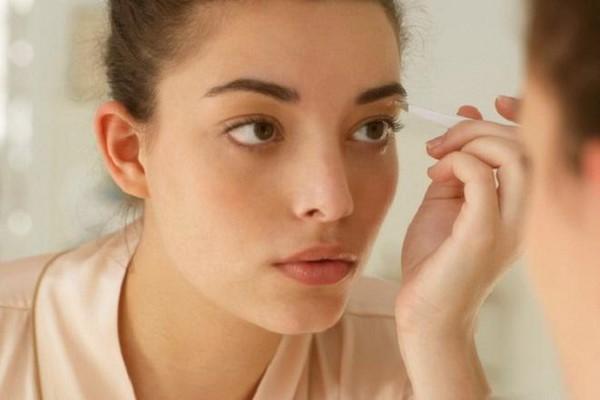 Chăm sóc lông mày sau khi phun xăm