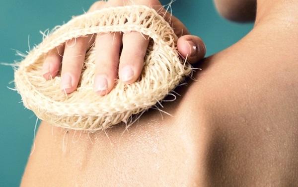 1 tuần nên tẩy da chết body mấy lần?