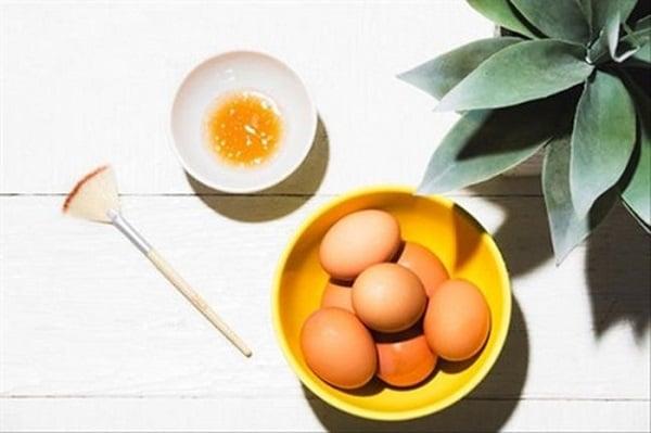 Mặt nạ lòng đỏ trứng gà và dầu dừa