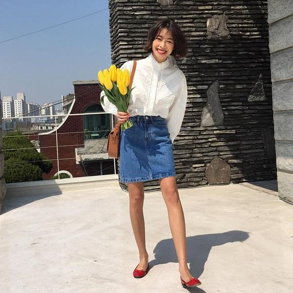 mặc đầm jean mang giày gì