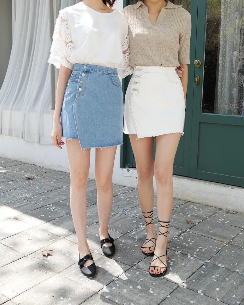 Chan váy jean kết hợp với giày gì?