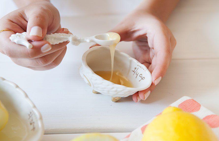 Cách rửa mặt bằng mật ong