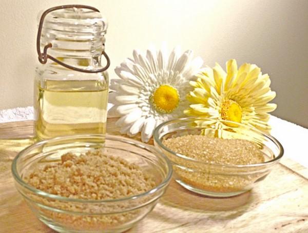 Tẩy da chết bằng đường và dầu dừa cho da mặt