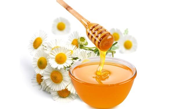 Tẩy tế bào chết cho môi với mật ong