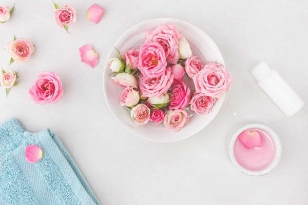 Mặt nạ dưỡng da từ hoa hồng và sữa tươi