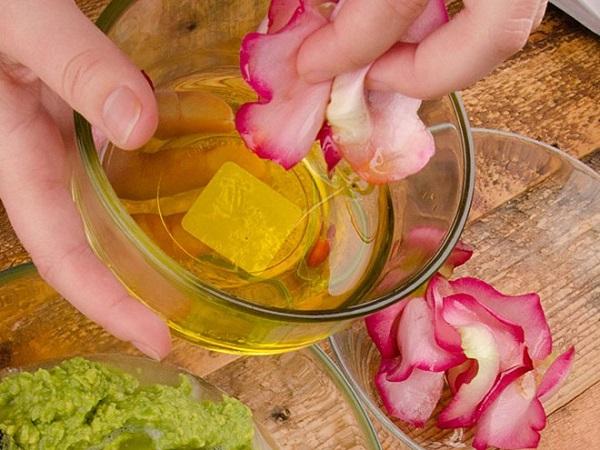 Mặt nạ nước hoa hồng và mật ong