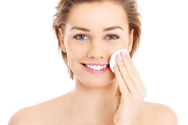 Tác dụng làm đẹp da, trị mụn của nước muối sinh lý