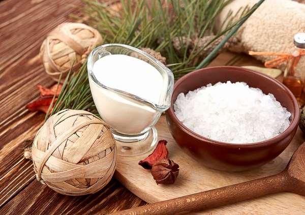 Chăm sóc da bằng sữa dê và muối