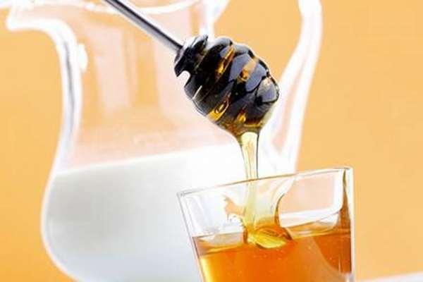 Chăm sóc da bằng sữa dê và mật ong