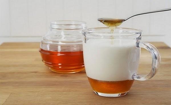 Mặt nạ sữa tươi không đườngvà mật ong