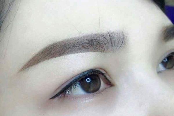 Phun mí mắt thực chất không hề gây tổn thương đến đôi mắt và sức khỏe