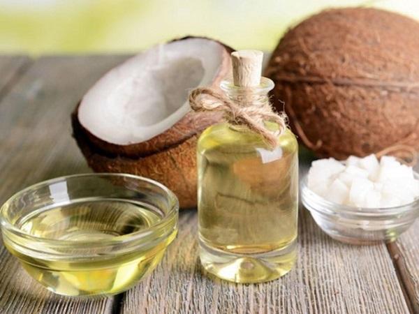 Tẩy da chết bằng dầu dừa và muối biển
