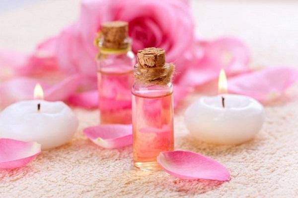 Gỗ đàn hương kết hợp nước hoa hồng
