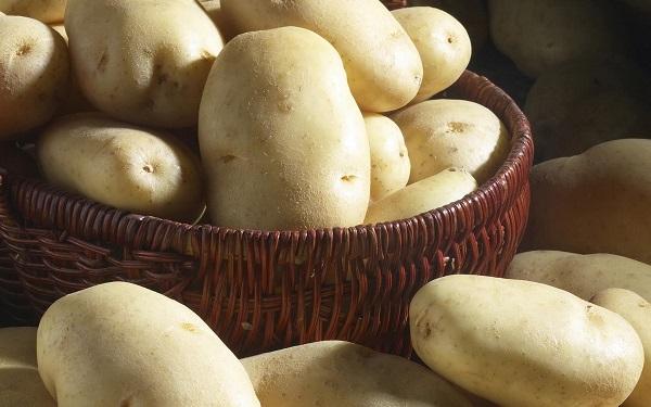 Tẩy da chết vùng nách bằng khoai tây