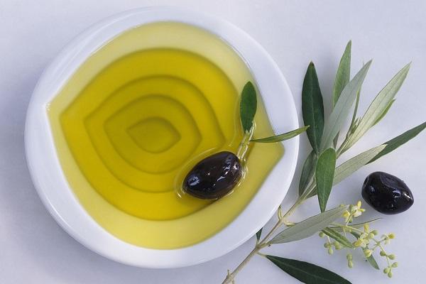 cách tẩy da chết bằng dầu oliu cho da sáng mịn