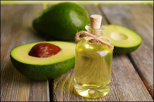 cách tẩy da chết bằng dầu oliu với đường nâu và bơ